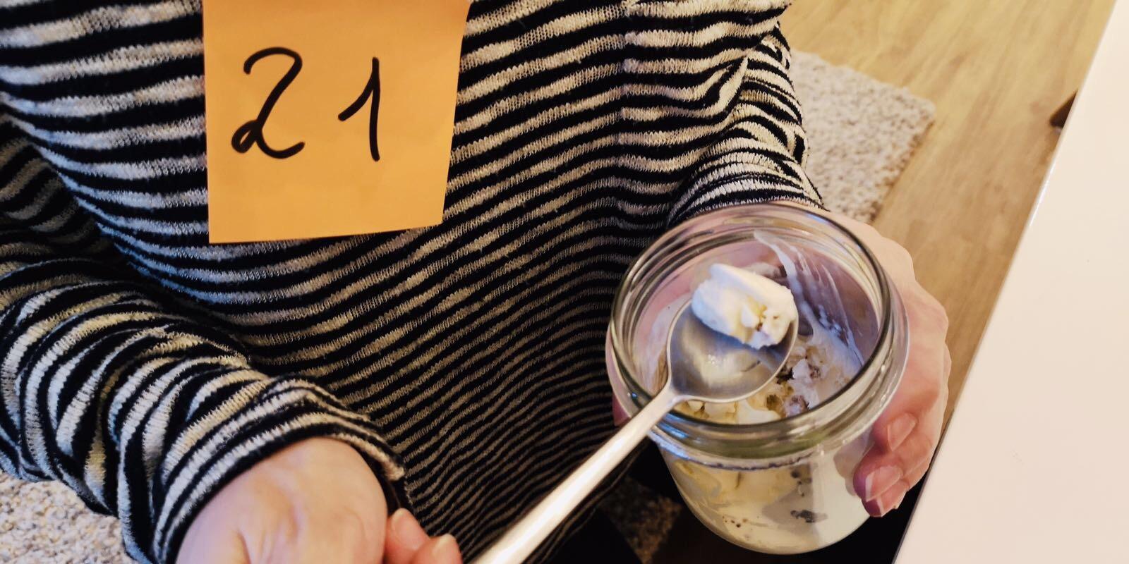 Tipp Nr. 21: Waffel oder Becher: die große Frage beim Eis essen.